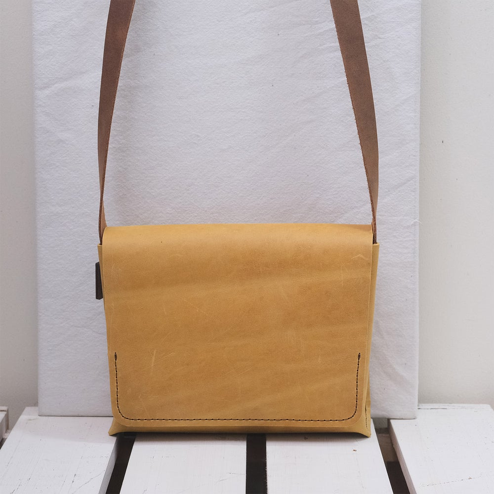 Image of Easy Scout vintage mustard