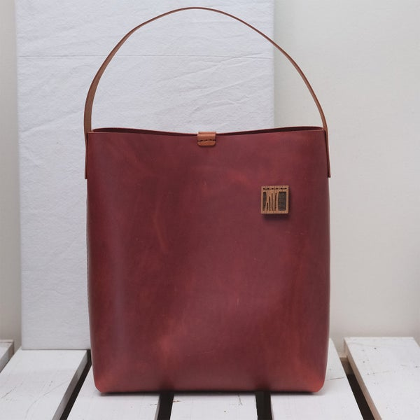 Image of Low Tube Tote