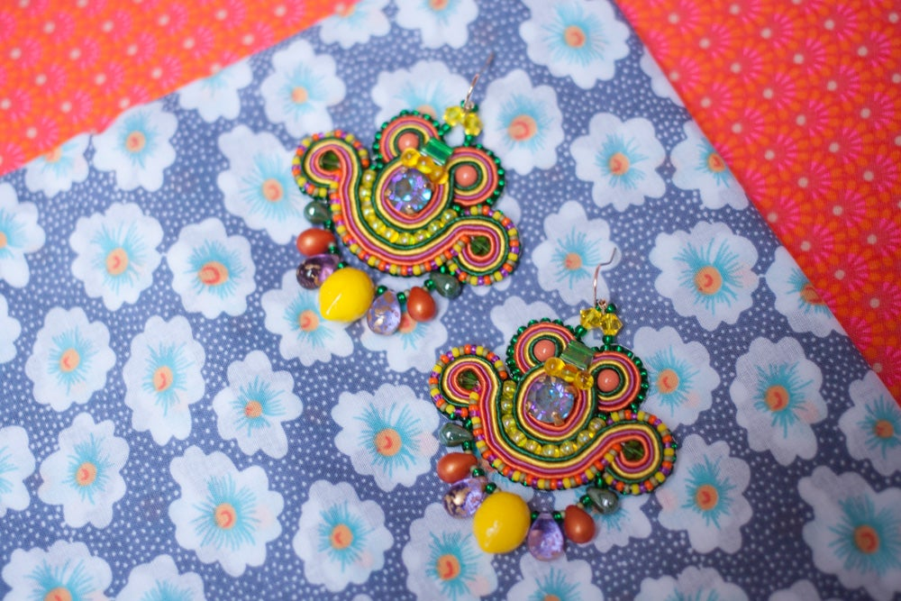 Image of Mini Earrings - Tropical Thrills - Petites boucles brodées