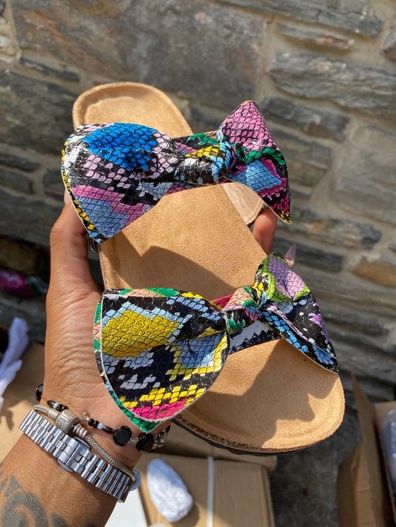 Image of Multicolor snakeskin bow flip flop