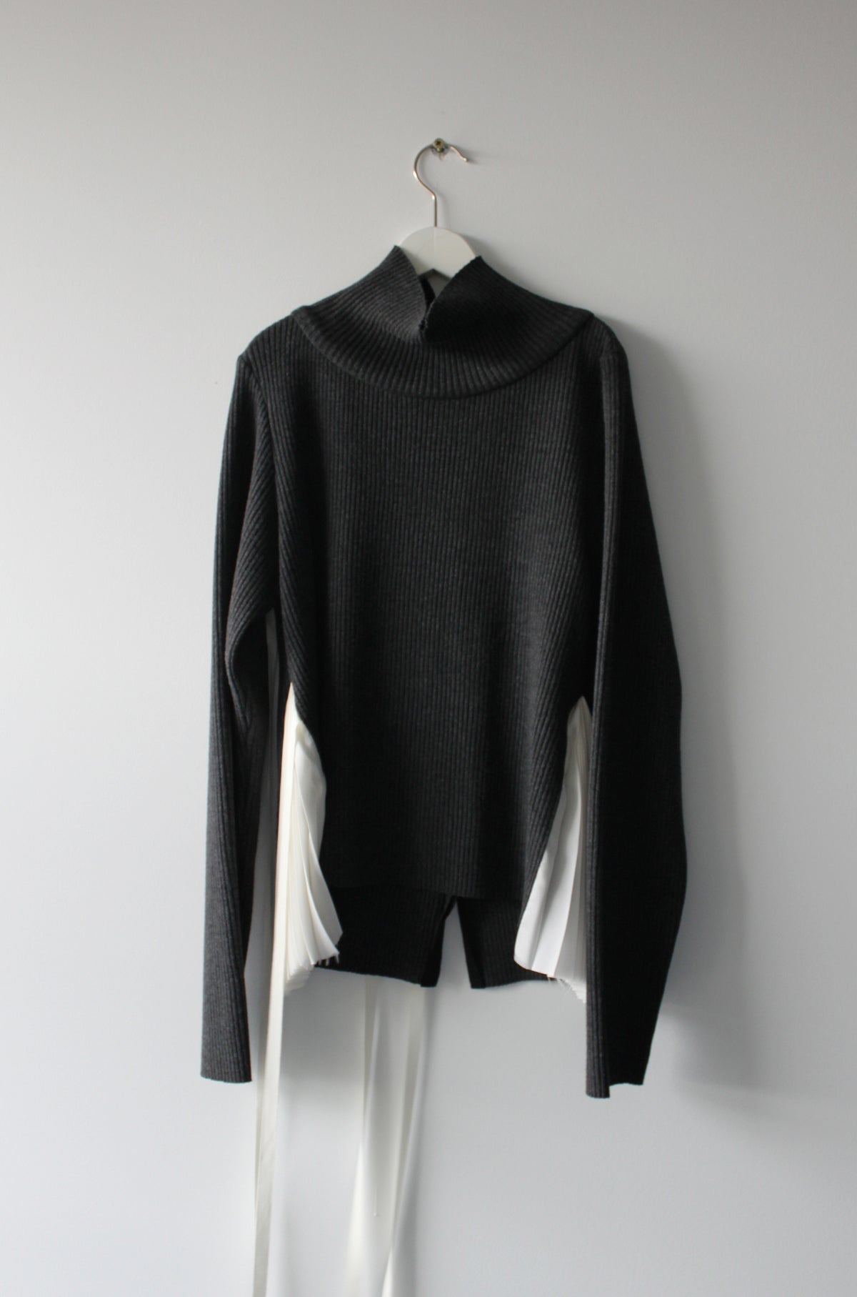 Cross back side pleated pull over