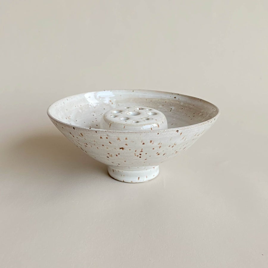 Image of Speckled ceramic bowl + frog set/ single flower frog