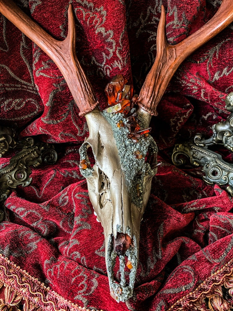 Image of Dyed Sienna Clear Quartz & Amber - Deer Skull