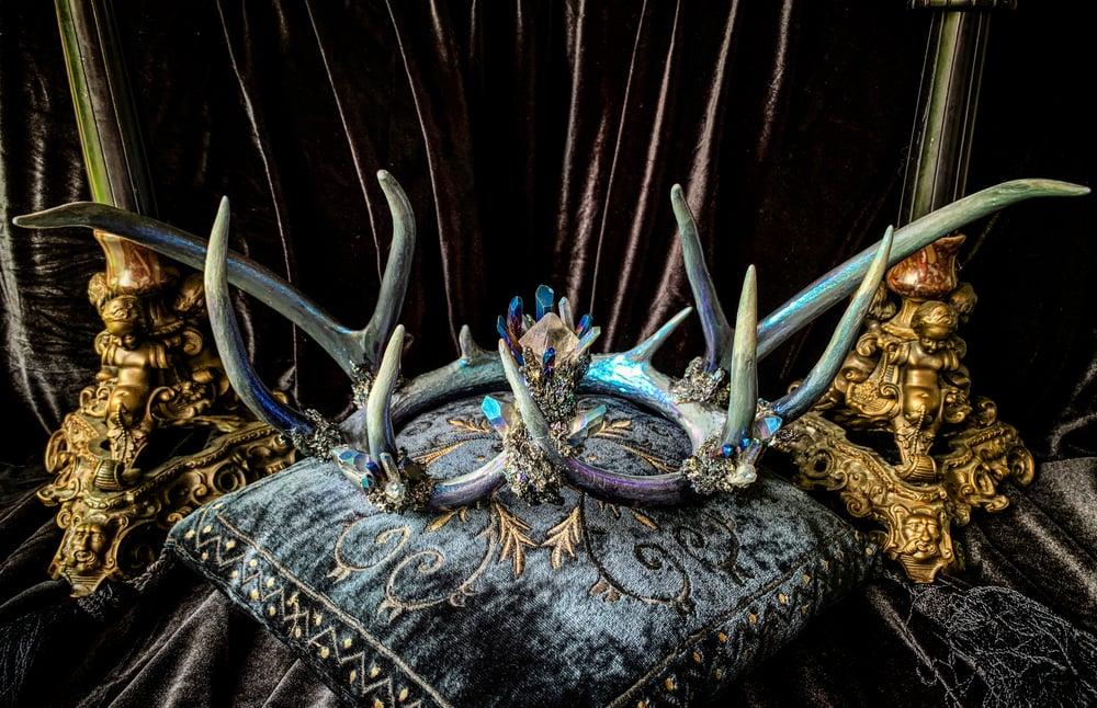 Image of Purple/Blue Titanium Quartz & Carborundum - Antler Crown