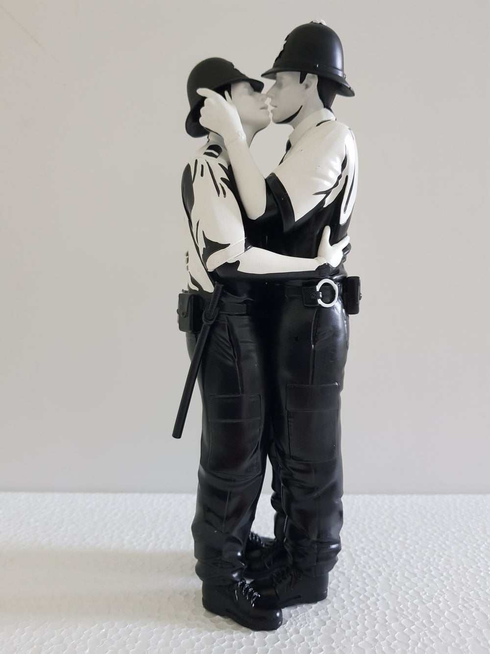 Image of KISSING COPPERS (MONO) SCULPTURE BANKSY / BRANDALISED - BRAND NEW
