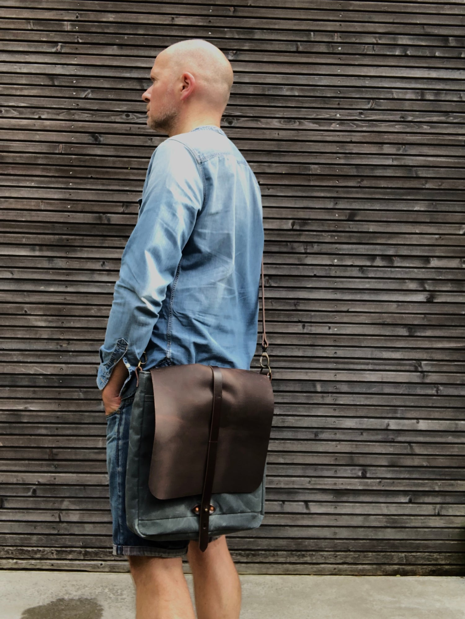 Image of Satchel / musette in waxed canvas with hand waxed leather flap and adjustable shoulder strap UNISEX