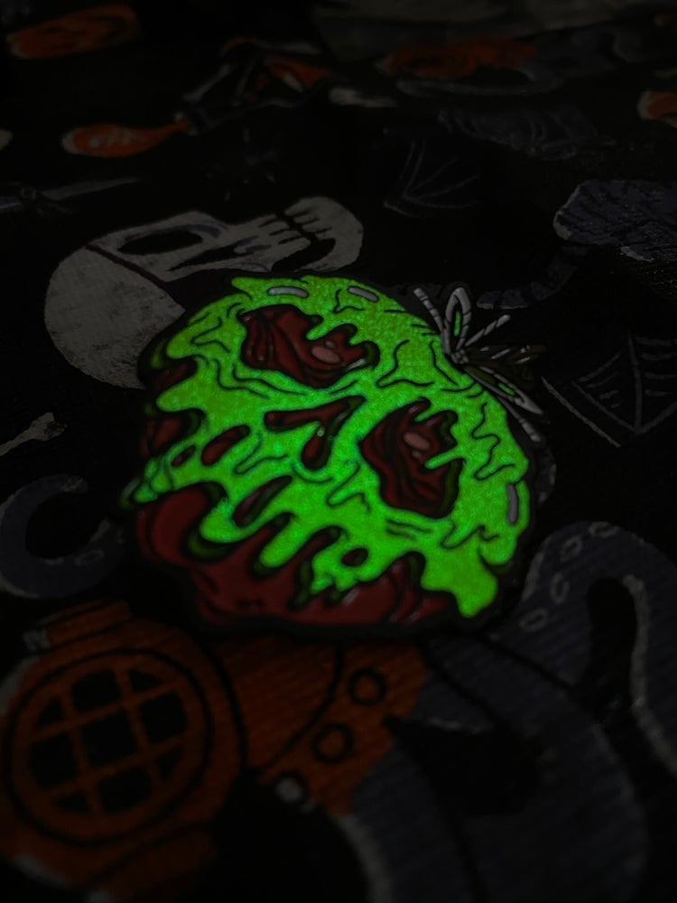 Image of Poisoned Apple Green GLOW
