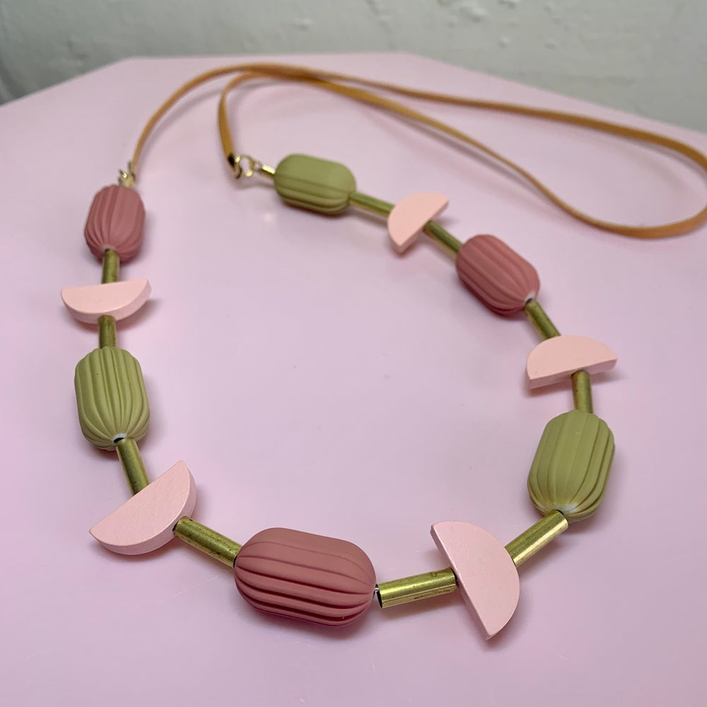 Image of Pod Necklace - Peach Splash