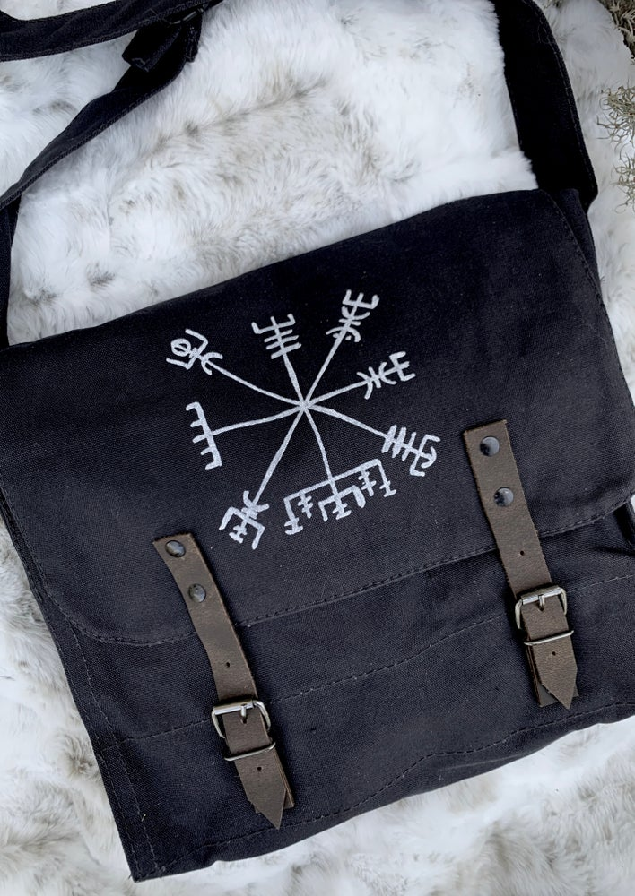 Image of VEGVÍSIR CROSSBODY BAG