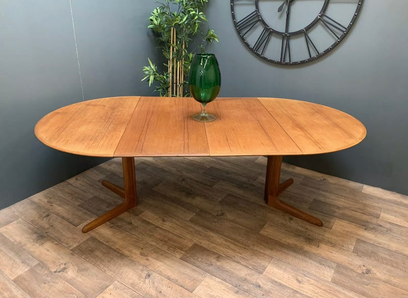 Image of Dyrlund dining table