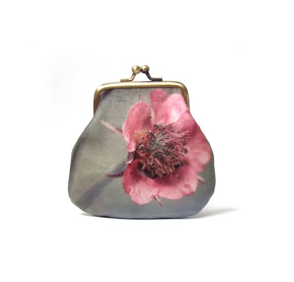 Image of Geum flower velvet kisslock coin purse