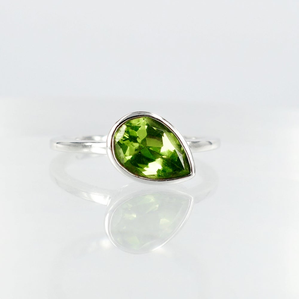 Image of 14ct white gold stacking ring set with Peridot