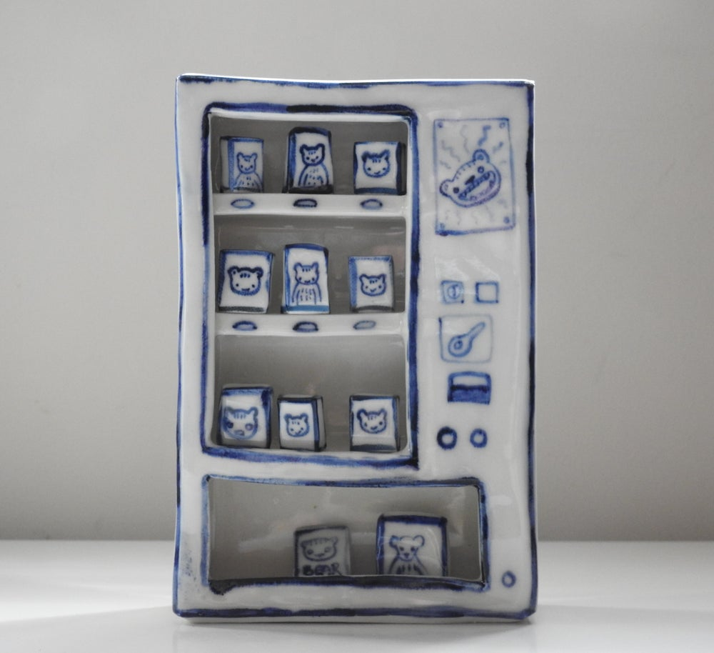 Image of 'Play' Vending Machine - Bear Snacks