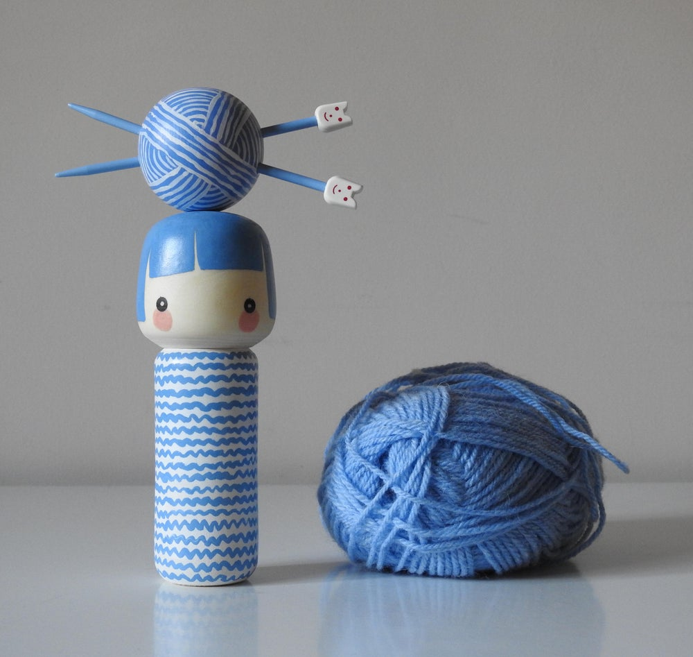 Image of knit girl - pale blue