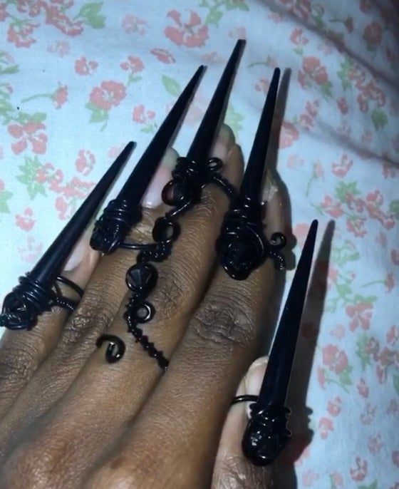 Image of Black claws