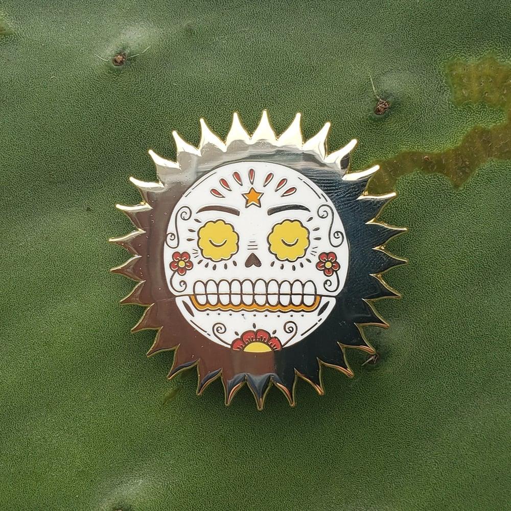 El Sol Calavera Enamel Pin
