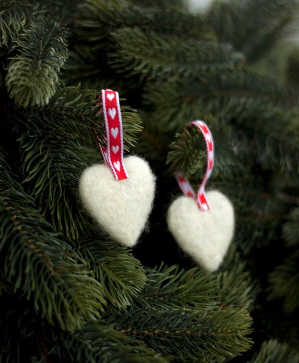 Image of NORDIC YULE DECORATION - A PAIR OF HEARTS 3
