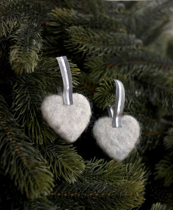 Image of NORDIC YULE DECORATION - A PAIR OF HEARTS 4