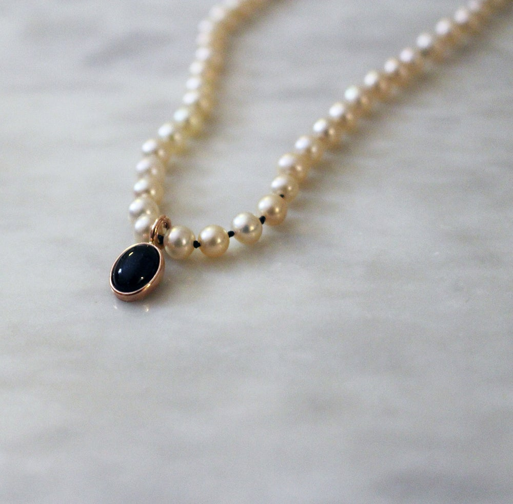 Image of victorian pearl choker with onyx pendant