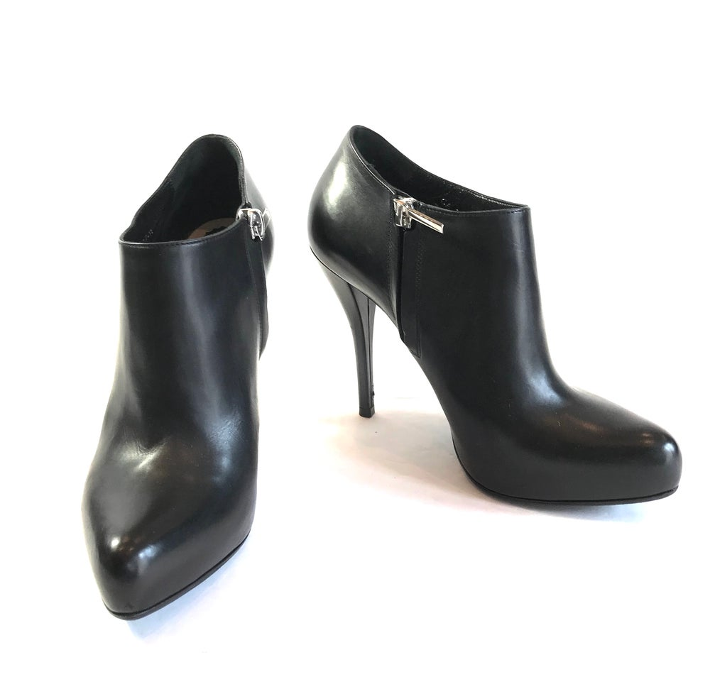 Image of Christian Dior Size 36 Booties 381-211