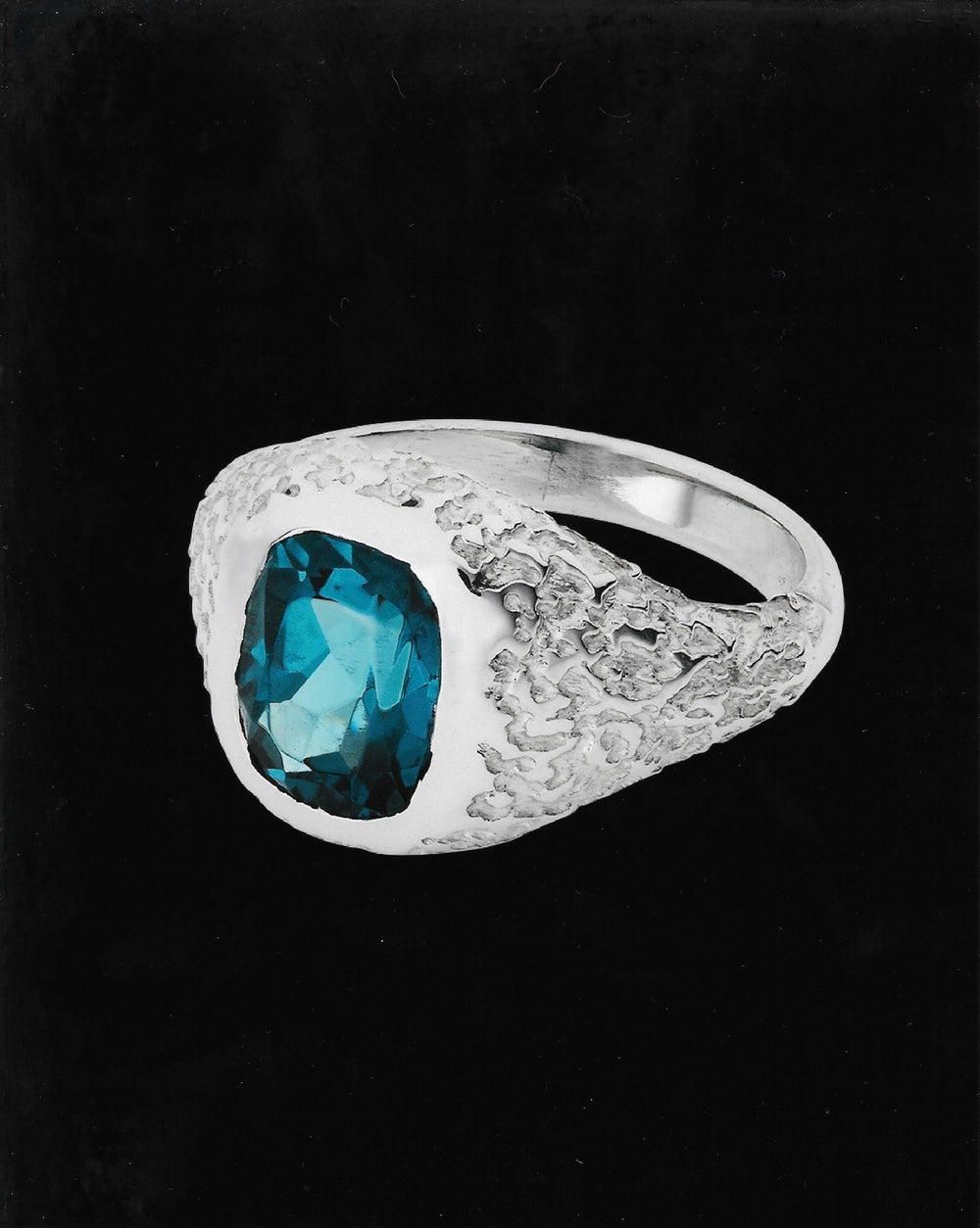 Image of BLUE TOPAZ ORE RING
