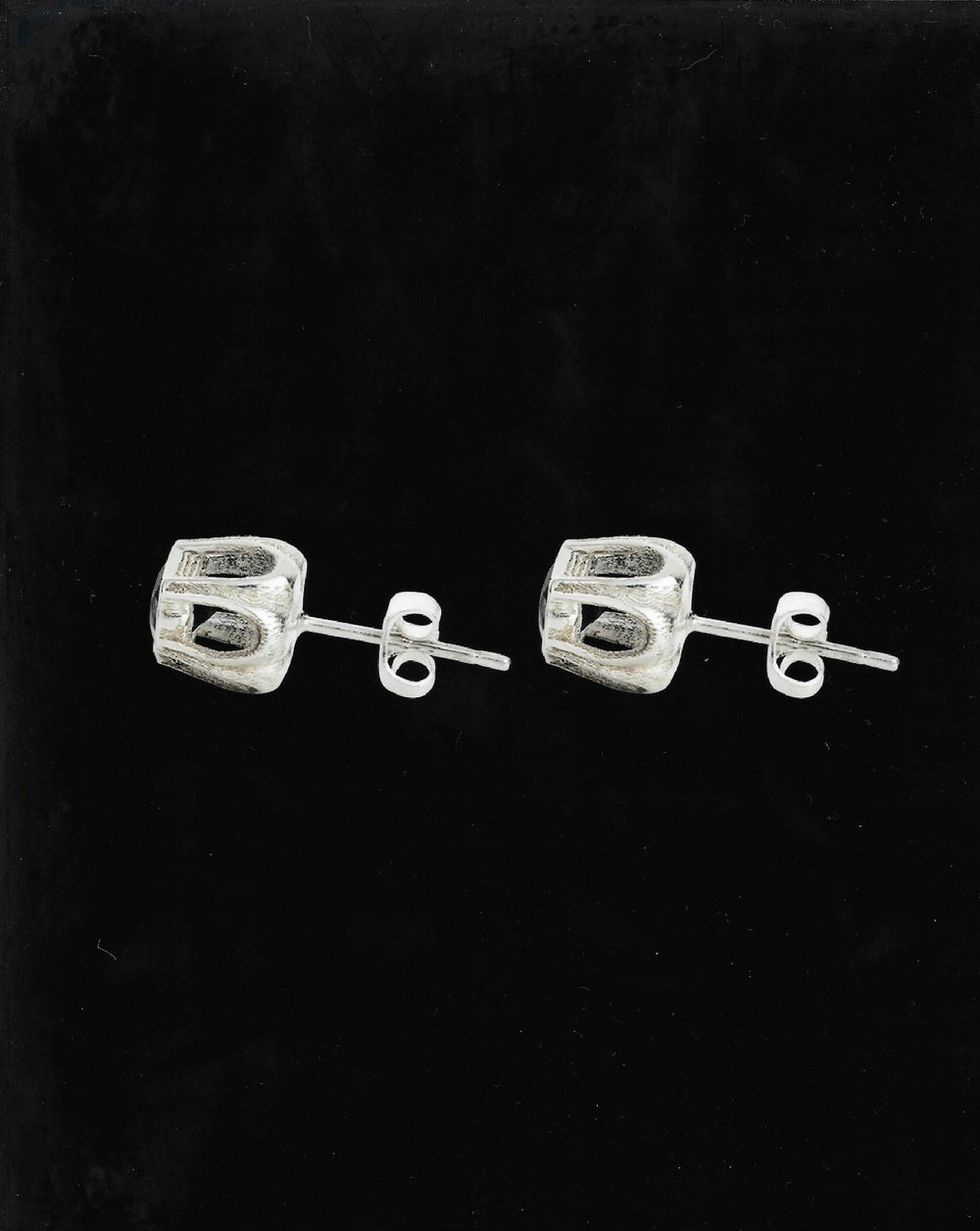 Image of BLACK SPINEL COBBLE STUDS