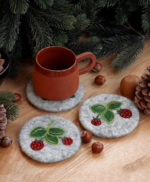 Image of WOOL COASTER SET - Wild strawberries