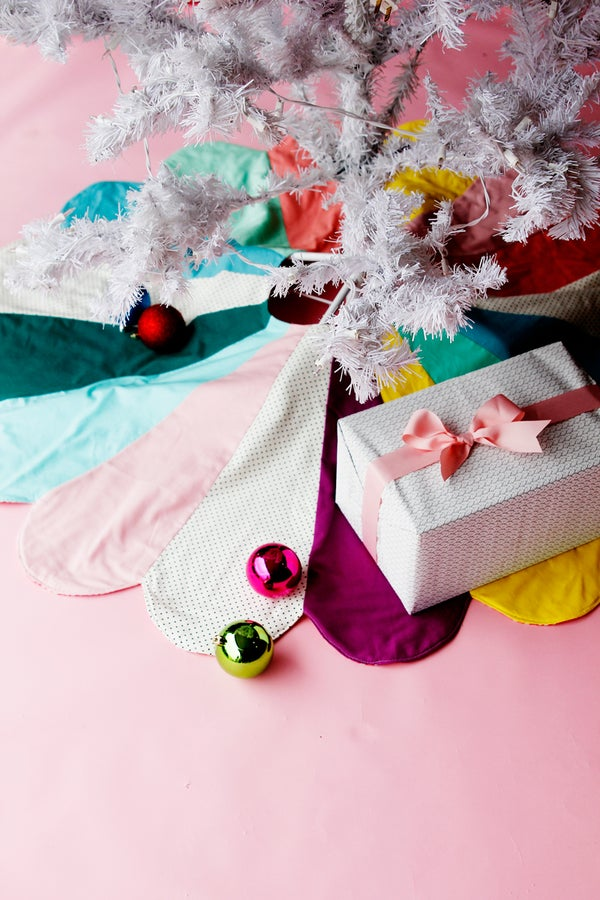 Image of SCALLOP CHRISTMAS TREE SKIRT