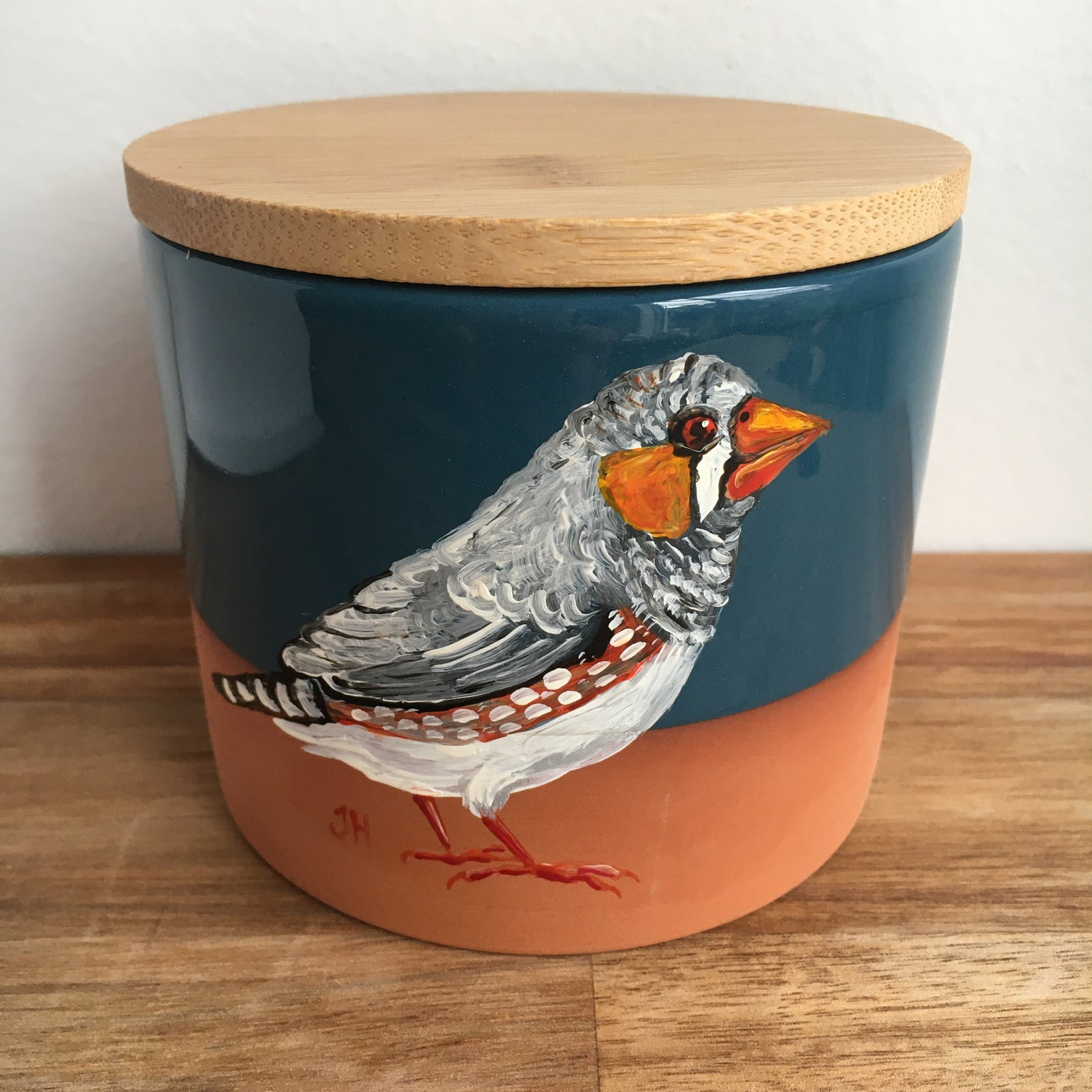 Image of Zebra Finch Canister