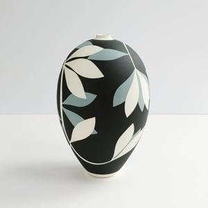 Image of Medium Black, Blue-grey & White Leaf Vessel