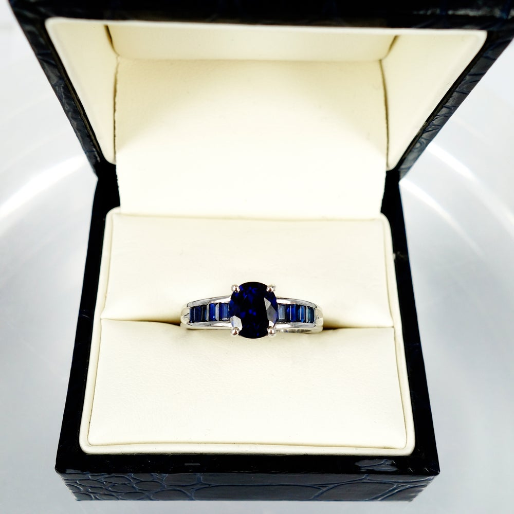 Image of 18ct white gold Australian sapphire dress ring. pj843