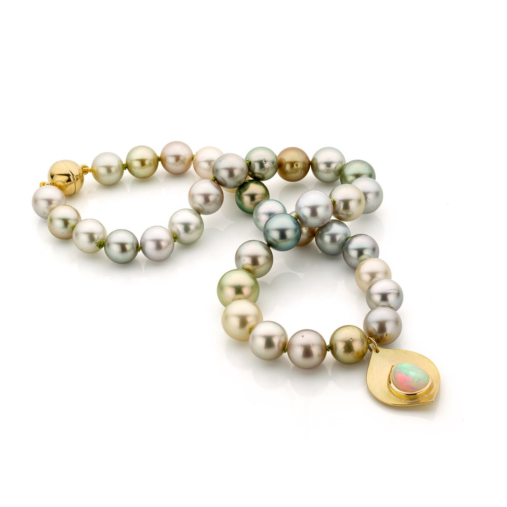 Image of parelcollier: goud, tahitiparels, welo opal - necklace in gold, tahitian pearls, welo opal