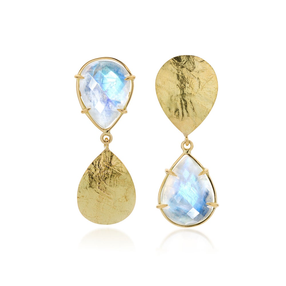 Image of ICONS oorringen in goud en maanstenen - earrings in gold and moonstones