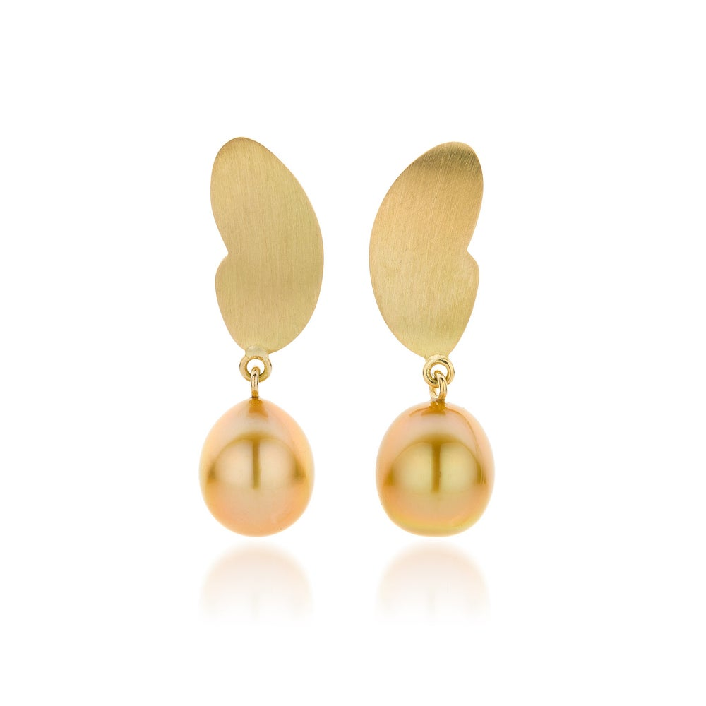 Image of vlinder oorringen in goud met Zuidzee parels / 'butterfly earrings' Southsea pearls and gold
