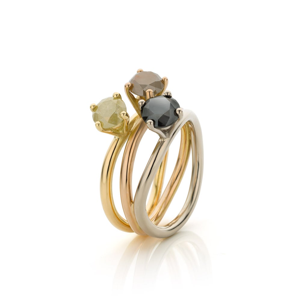 Image of  engagementsring  'trio of diamonds' in gold - verlovingsring / trouwring  'trio van diamant'