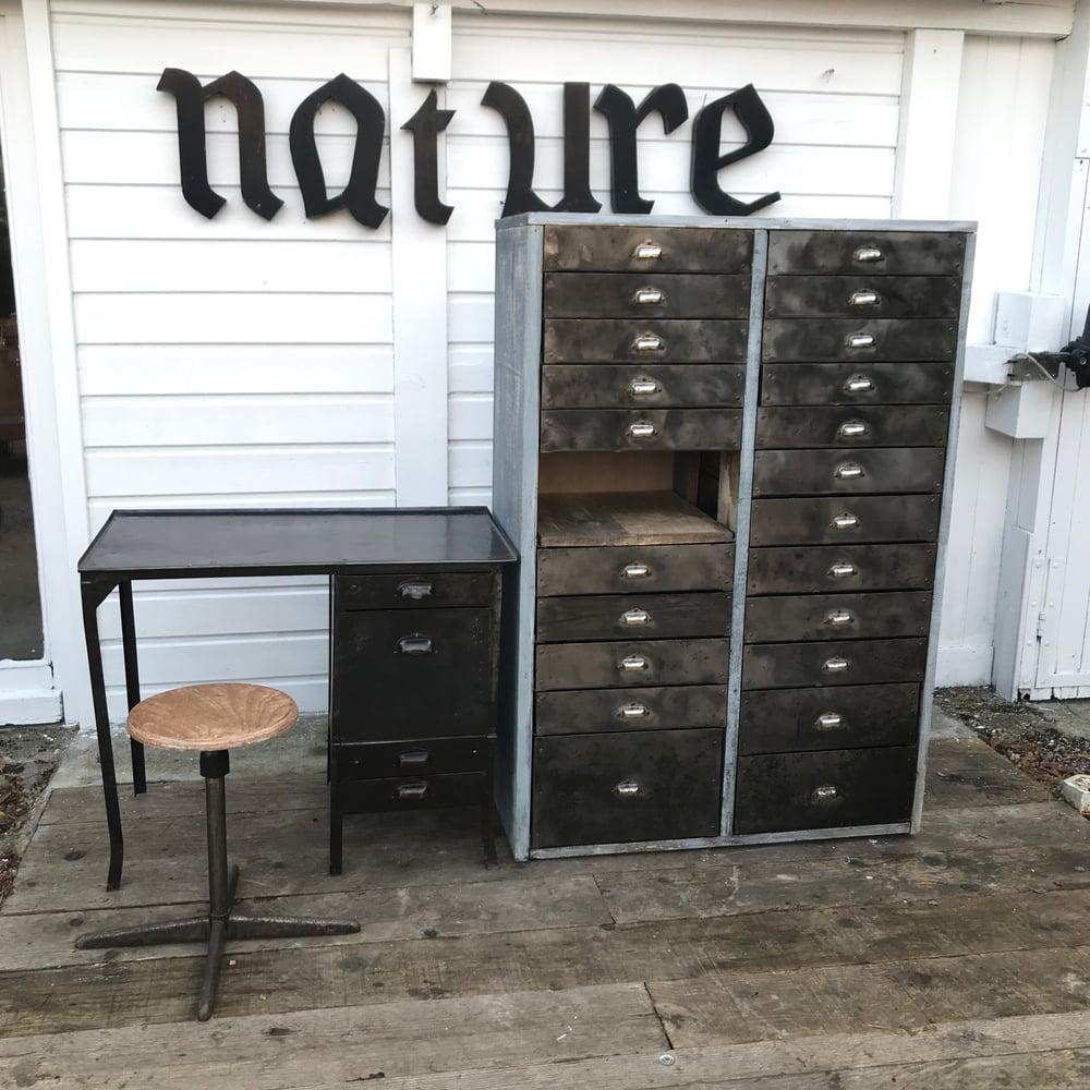 Image of Ancien meuble d'atelier à 22 tiroirs