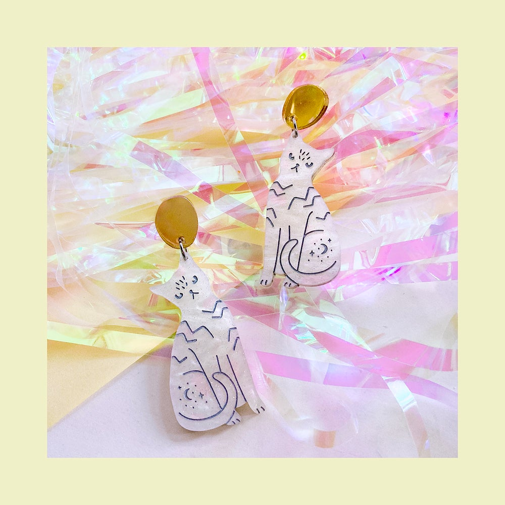 Image of Cat Dangles (Pearl Shimmer/Gold)