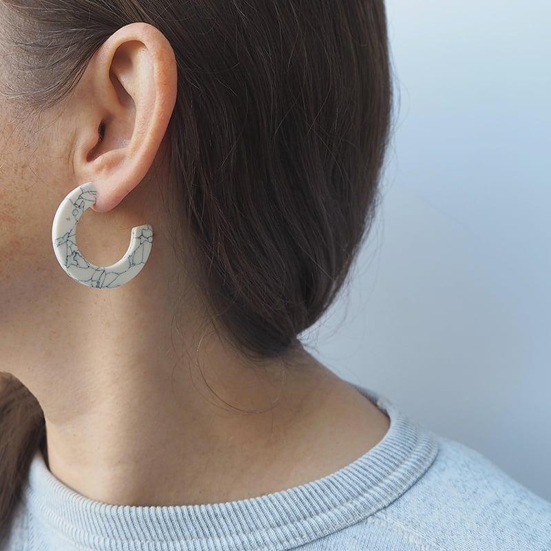 Image of *NEW* Marmaro Midi Hoop Earrings