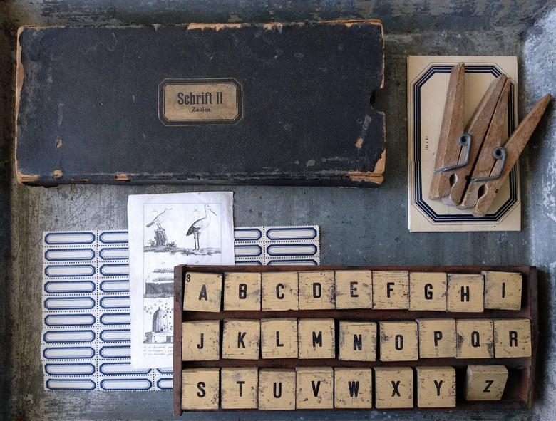 Image of Ancienne boîte de tampons alphabet. Fin XIXe s.