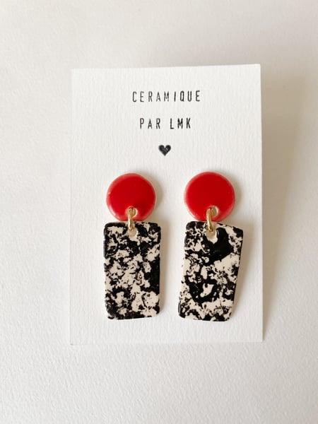 Image of Paire de boucles d'oreilles céramique RECTANGULA PM rouge et marbré noir