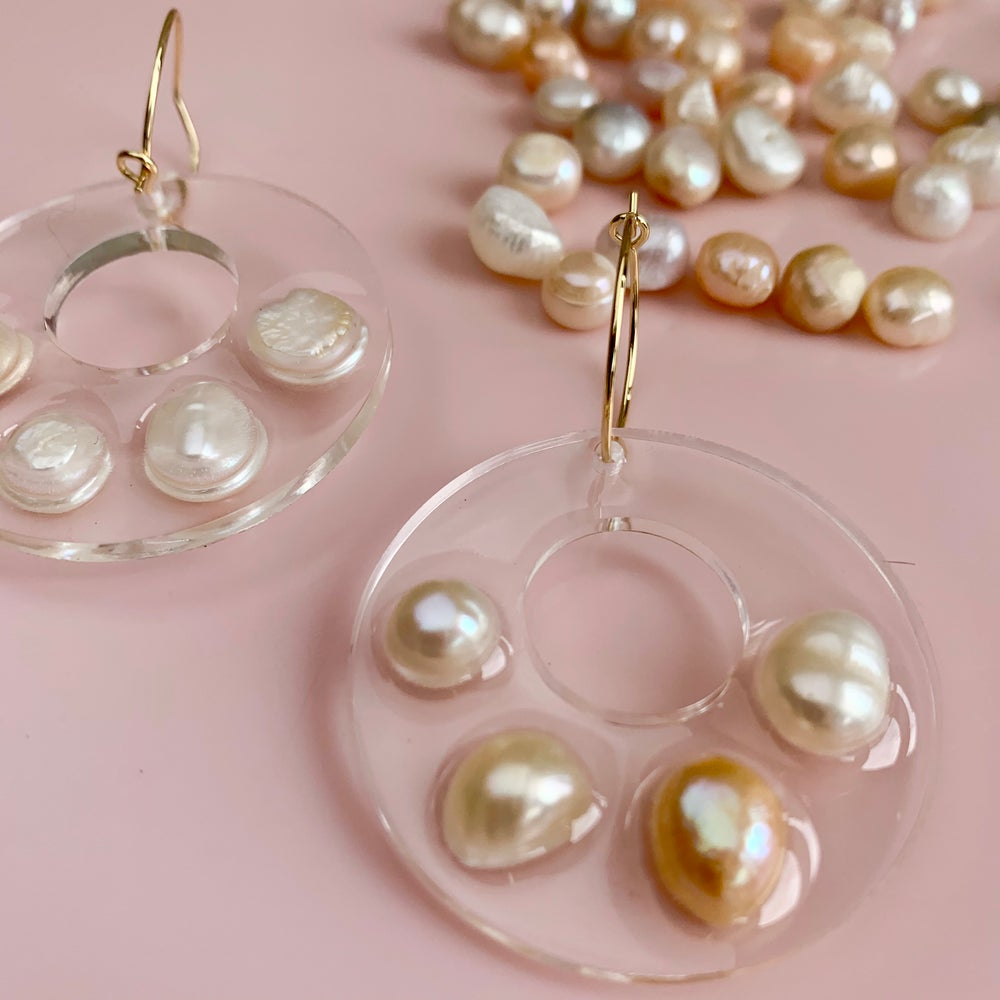 Image of Resin and Pearl Circles with holes