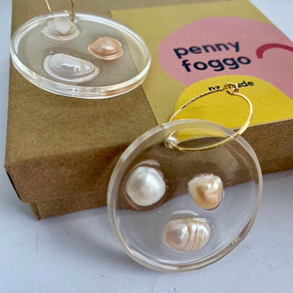 Image of Resin Circles with Pearls