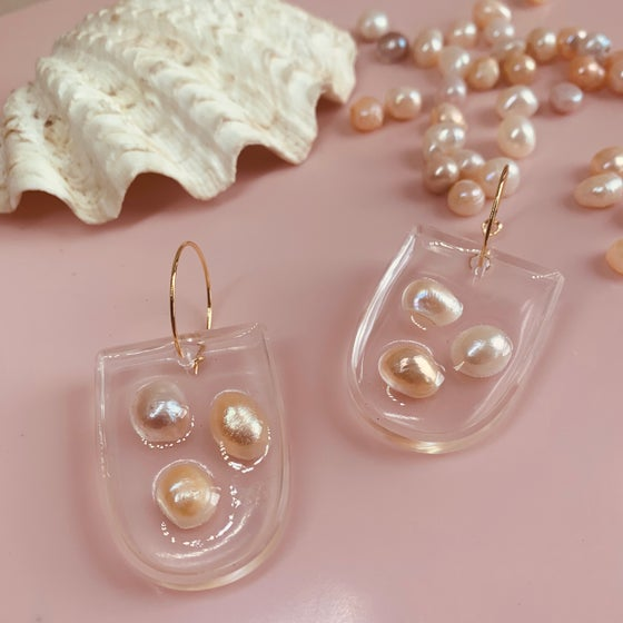 Image of Resin Half Ovals with Pearls