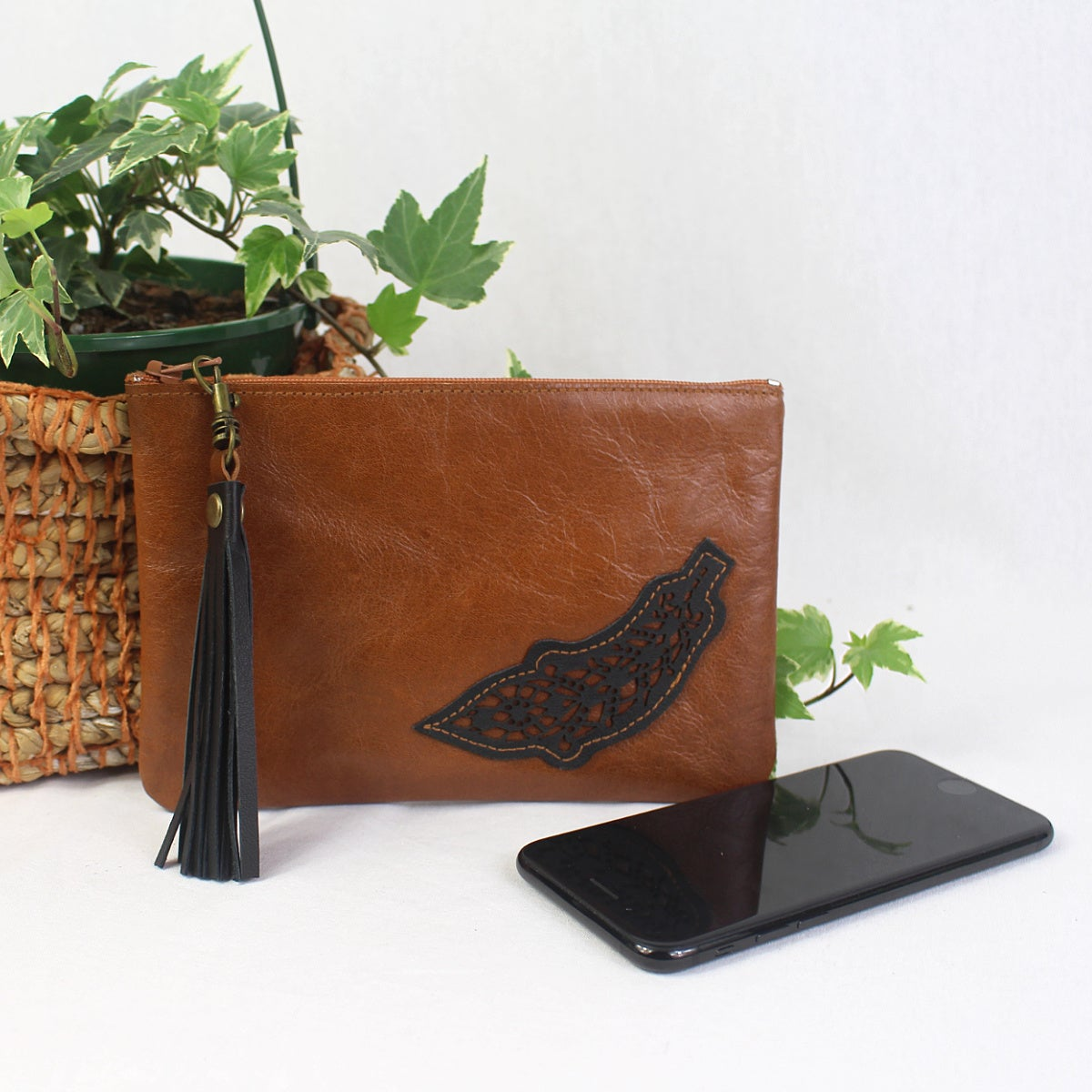 Image of Leather Phone Purse - Feather Tan
