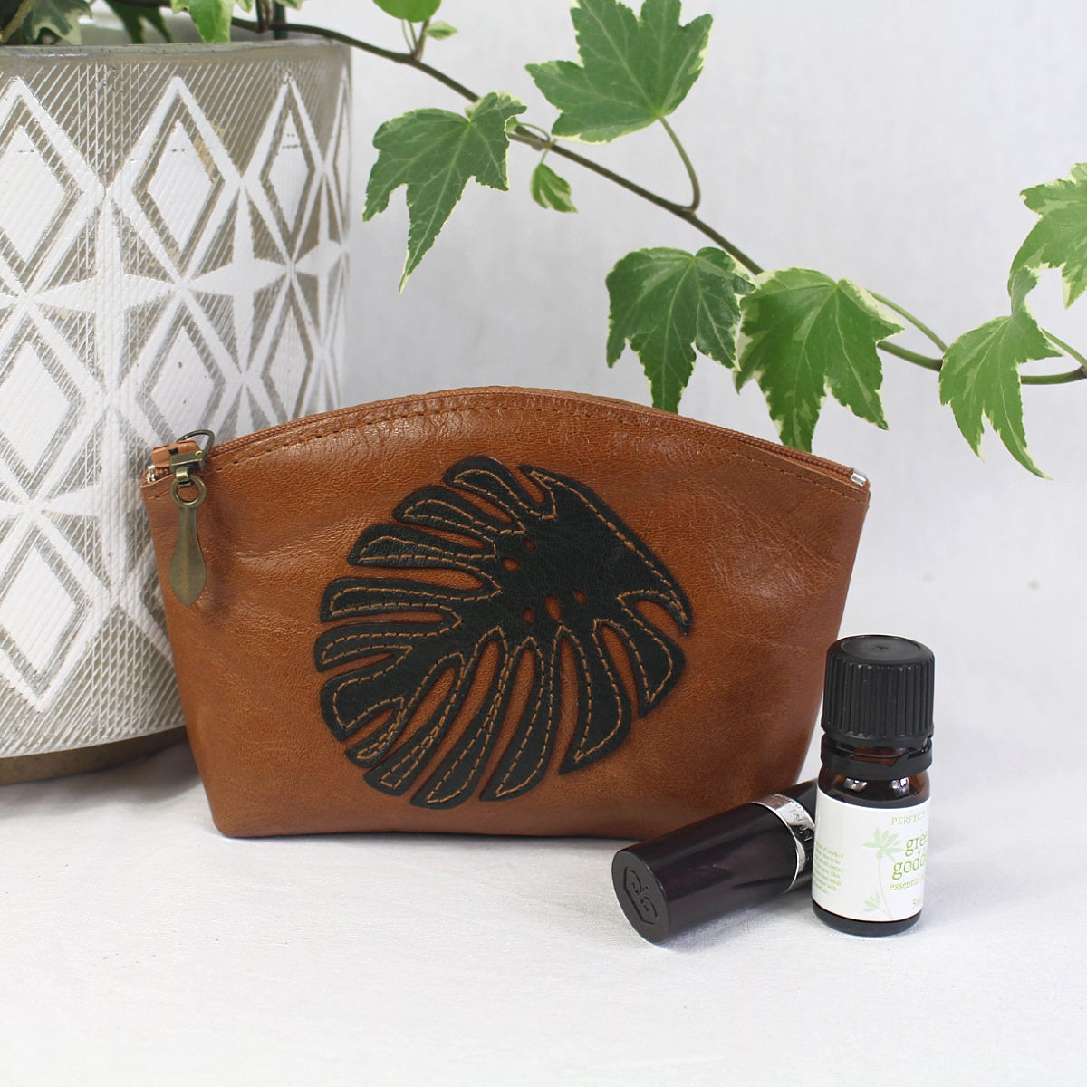 Image of Leather Curved Purse - Monstera Tan