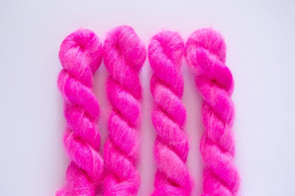 Image of Fluffy Lace - Bubblegum