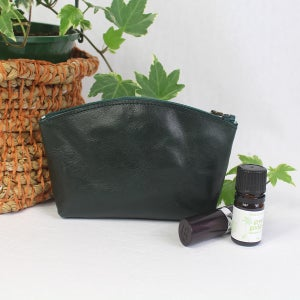Image of Leather Curved Purse - Monstera Green