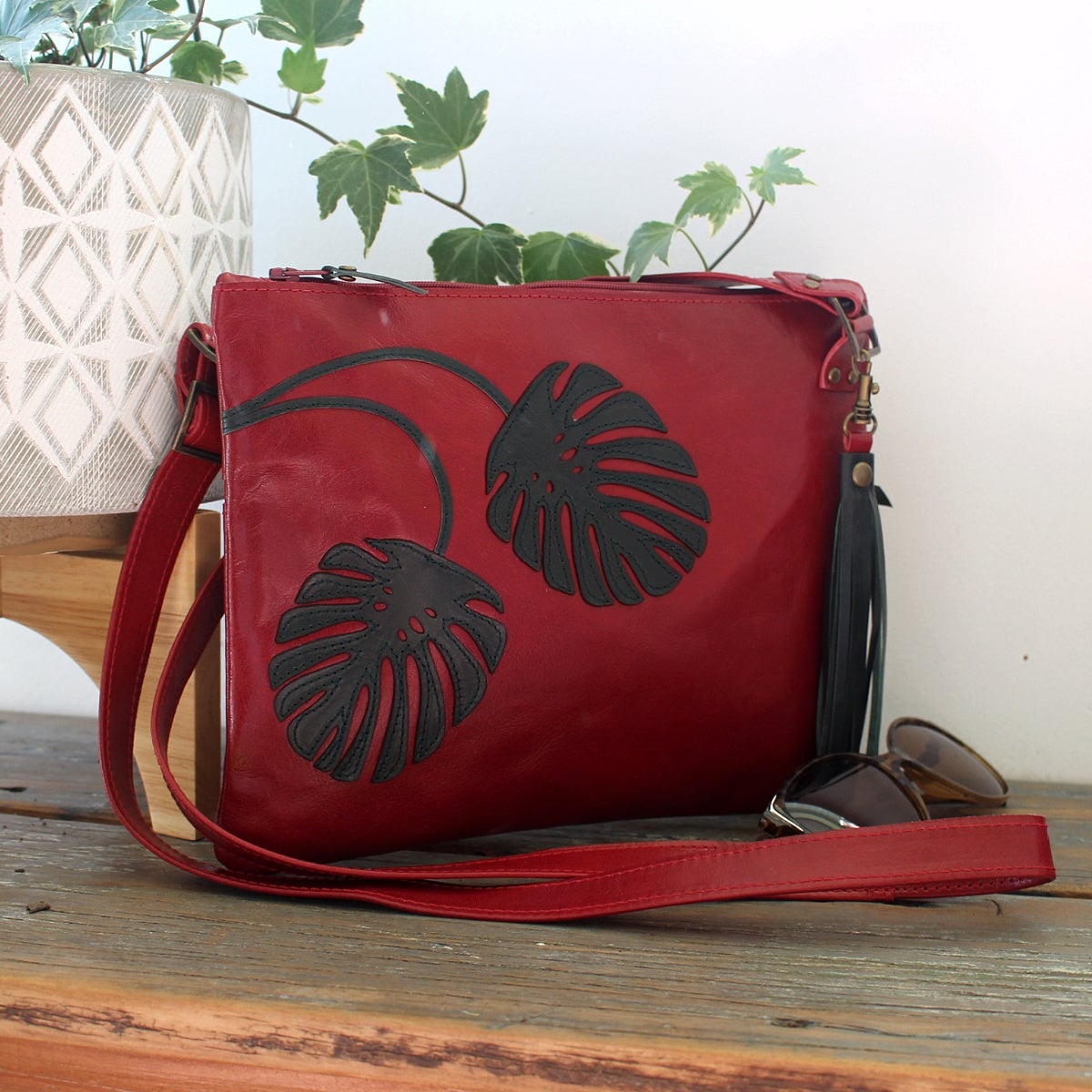 Image of Leather Horizon Handbag - Monstera Red