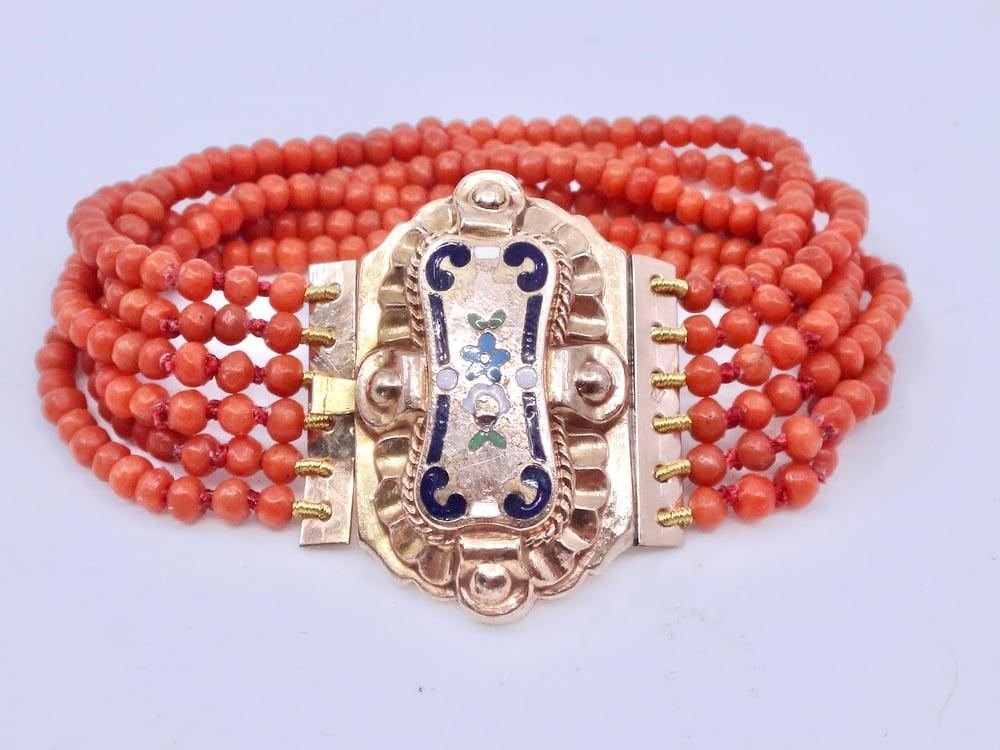 Image of Bracelet ancien 6 rangs en perles de corail fermoir plaqué or émaillé XIXe