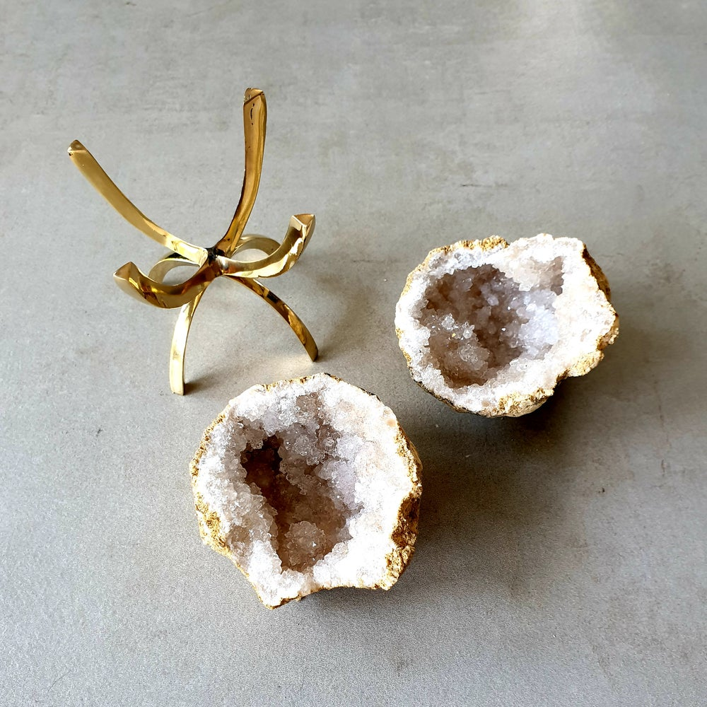 Image of QUARTZ GEODE - Medium